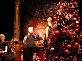 alexandra reill: weihnachtsauslage im kaufhaus des westens, photo series 2009. sujet V