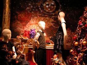 alexandra reill: weihnachtsauslage im kaufhaus des westens, photo series 2009. sujet VI