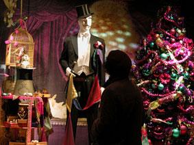 alexandra reill: weihnachtsauslage im kaufhaus des westens, photo series 2009. sujet III