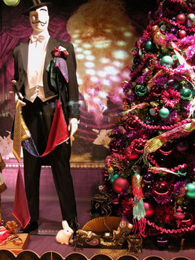 alexandra reill: weihnachtsauslage im kaufhaus des westens, photo series 2009. sujet I