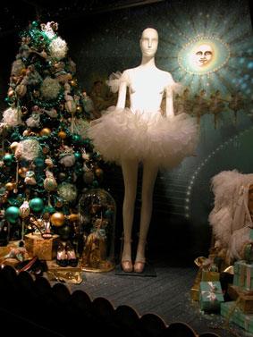 alexandra reill: weihnachtsauslage im kaufhaus des westens, photo series 2009. sujet IX