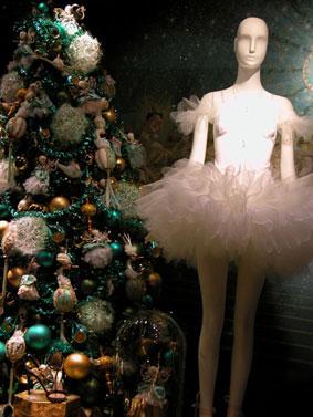 alexandra reill: weihnachtsauslage im kaufhaus des westens, photo series 2009. sujet X