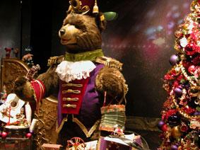 alexandra reill: weihnachtsauslage im kaufhaus des westens, photo series 2009. sujet XII