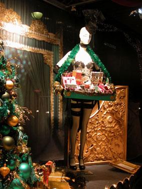 alexandra reill: weihnachtsauslage im kaufhaus des westens, photo series 2009. sujet VIII