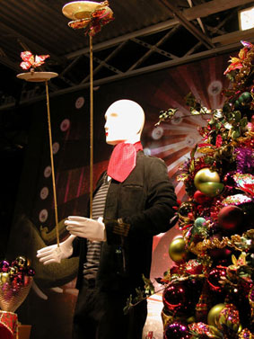 alexandra reill: weihnachtsauslage im kaufhaus des westens, photo series 2009. sujet XIII
