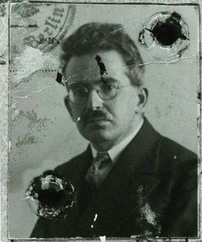 Walter benjamin, um 1928. Walter Benjamin. archive: akademie der kunst, berlin - archives walter benjamin
