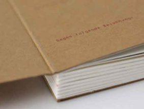 1: Beispielhaftes Foto Fertigung Print Edition. Quelle: https://www.online-druck.biz/shop/buch-buecher/design-buch-natur-din-a4-210y297-mm_514.html